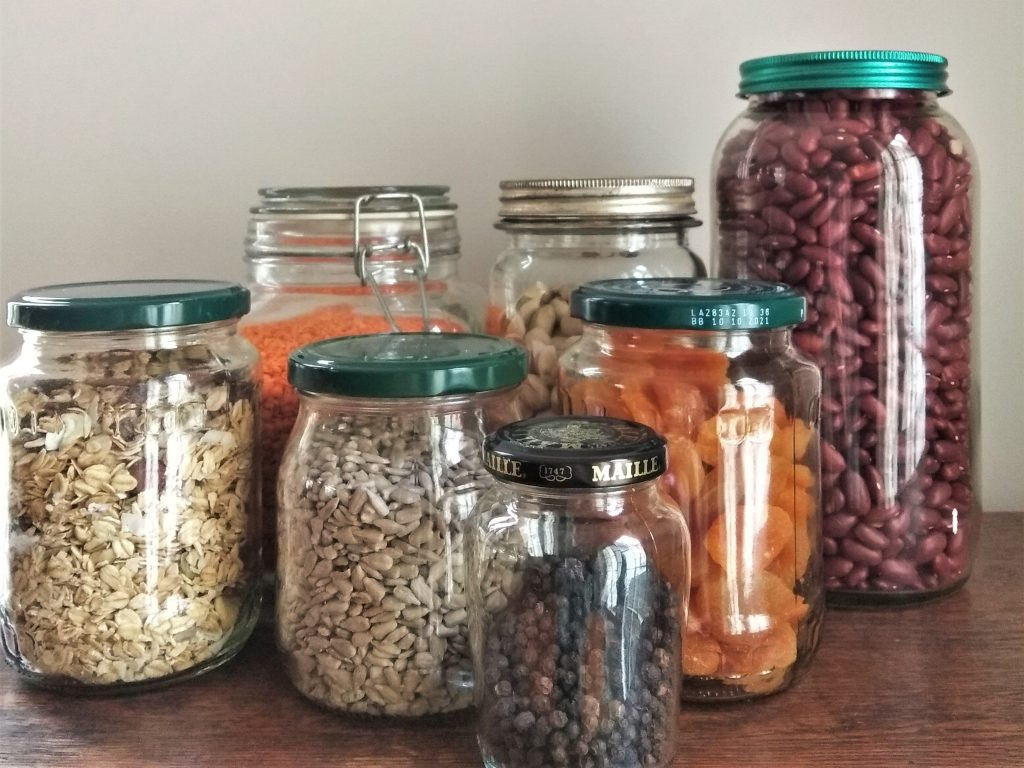 glass jars to store food  sustainably.